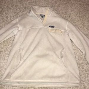 WHITE AND CREAM PATAGONIA PULLOVER